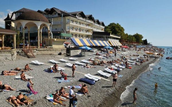 Пляж Лазурный расположен в центре Лазаревского