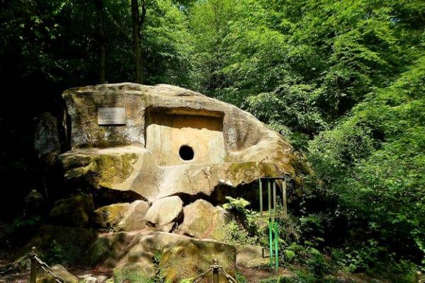 Волконский дольмен–монолит одна из загадочных достопримечательностей